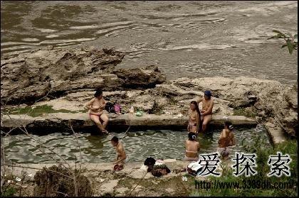 怒江大峡谷洗温泉