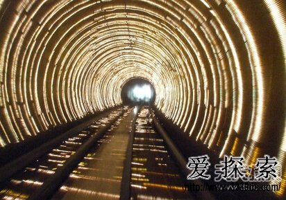 """地铁神秘失踪案:被时空""""黑洞""""吞噬(3)"""