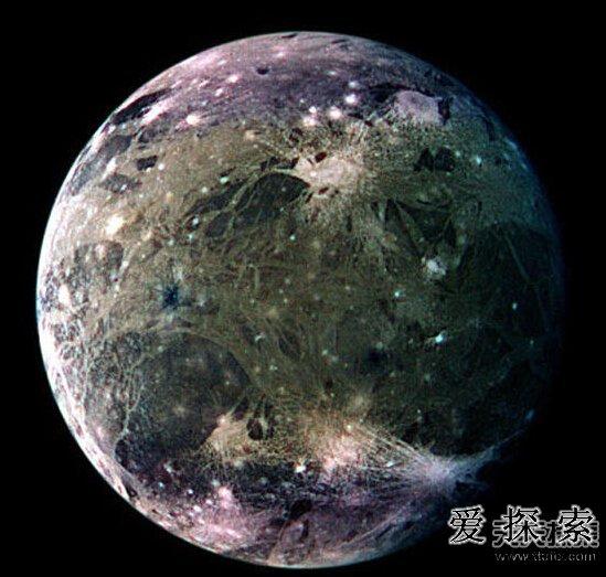 我们在木星和土星的一些卫星上发现了水的迹象