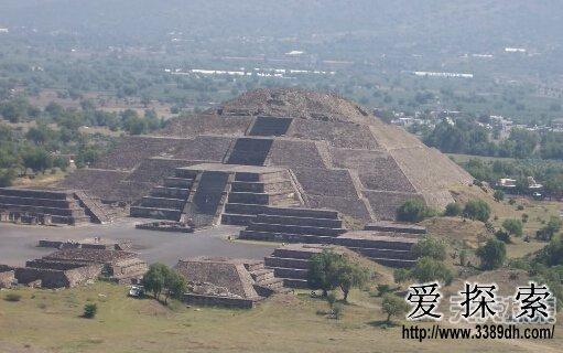 特奥蒂瓦坎太阳金字塔各底边与埃及吉萨大金字塔的
