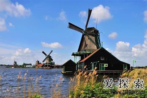 荷兰以海堤,风车,郁金香和宽容的社会风气而闻名,荷兰对待毒品,性