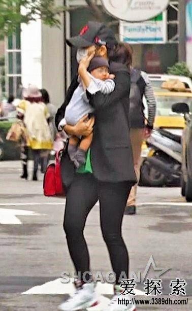 徐若瑄返台独自抱儿子去看病-大腿肉感没时间管理