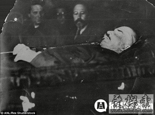 列宁遗体怎么处理的_神奇的水晶棺材!列宁遗体为何90年不腐_爱探索